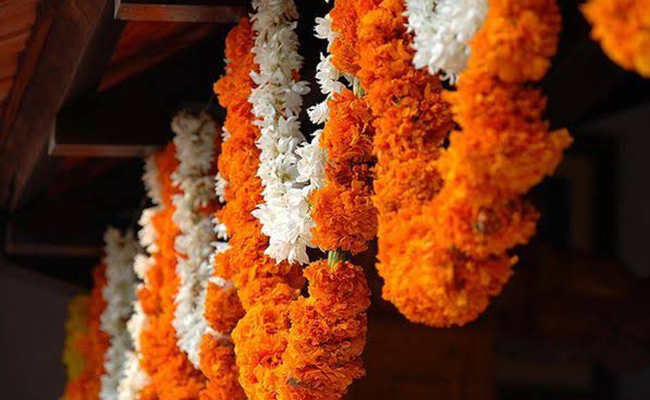 Flower decoration for pooja at home