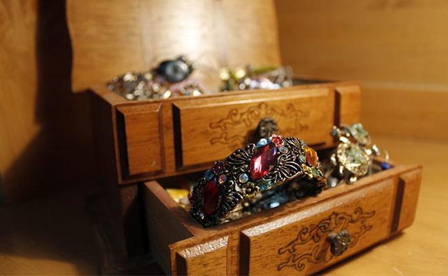 Jewelry as Bhai Dooj Gift