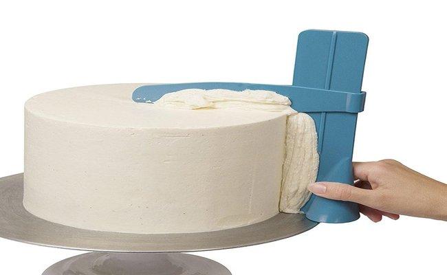 Cake scraper