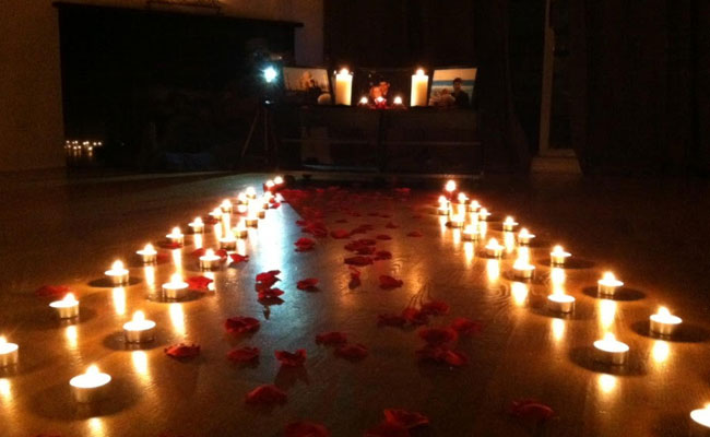First Marriage Anniversary Celebration Go For A Romantic Candlelight Dinner