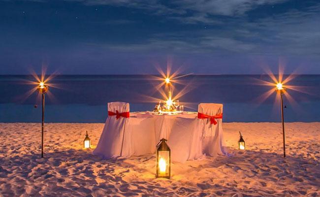 Dinner at Sea Side