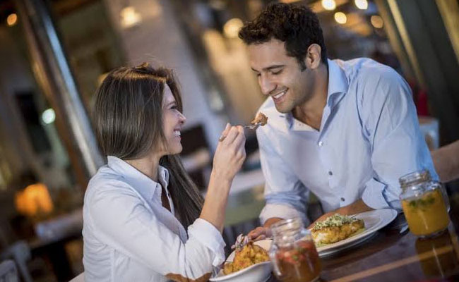 dinner date on anniversary