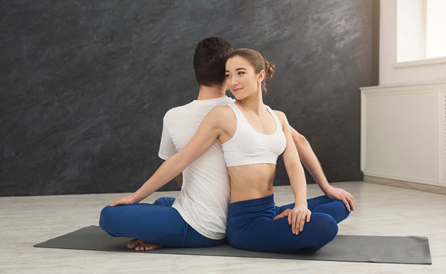 Partner Twist yogasana