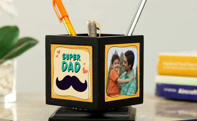 Personalized Rotating Pen Stand