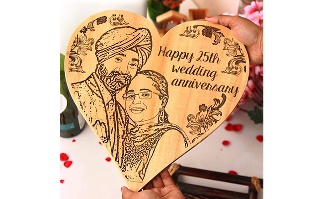 Picture Engraved Heart-Shaped Wooden Frame