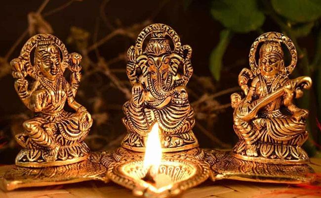 worship Goddess Laxmi at diwali