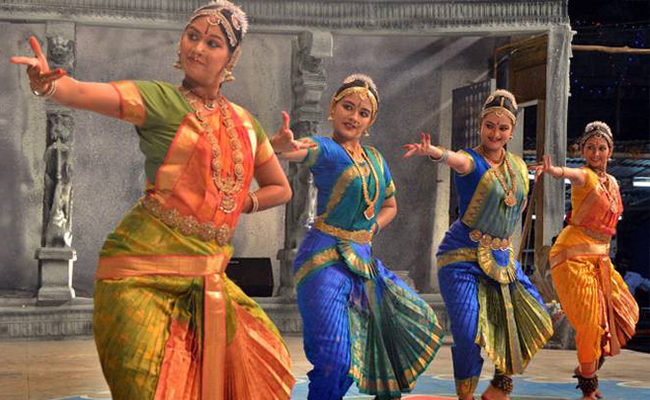 girls performing Natyanjali Dance