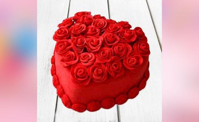 Heart Shape Strawberry Rose Cake