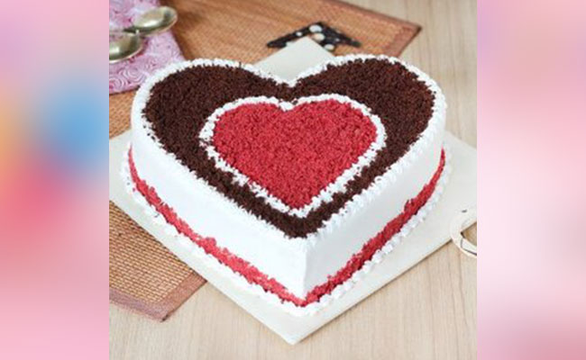Chocoholic Red Velvet Cake