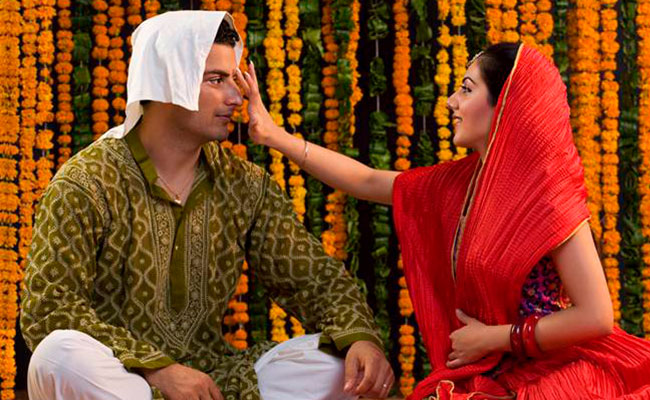 A girl applying kumkum tikka on the forehead of his brother on Bhai Dooj