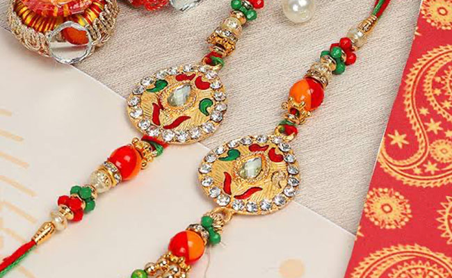 Dazzle your Bhaiya Bhabhi with Your Great Choice of Couple Rakhi