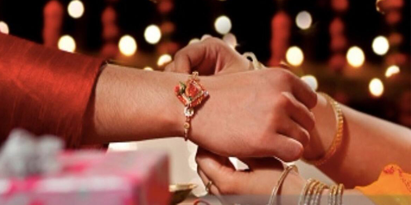 On Which Hand of Bhaiya and Bhabhi Rakhi is Tied
