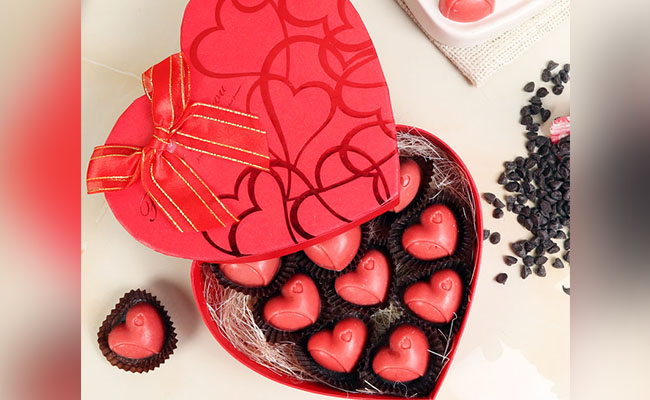 Heart Shaped Chocolate Gift Box for Partner