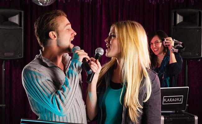 gift-for-couples-karaoke