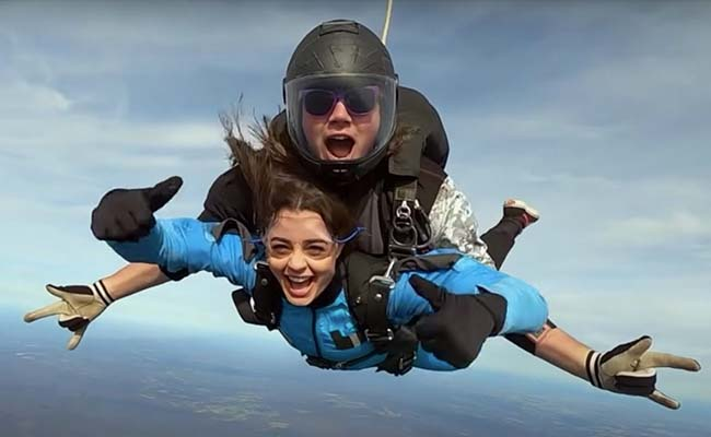 Sky Diving With Your Girlfriend