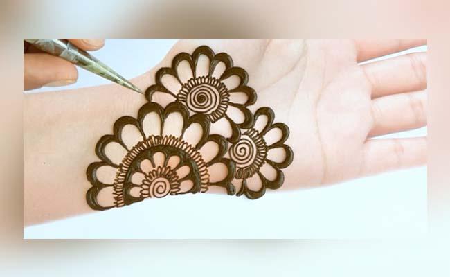 Bold Flower Mehandi Design