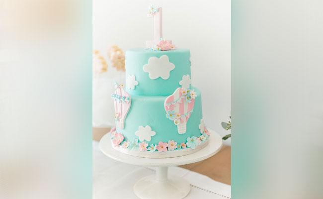 Balloon birthday party cake