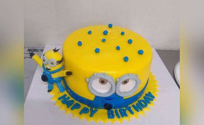 Minions Love Cake