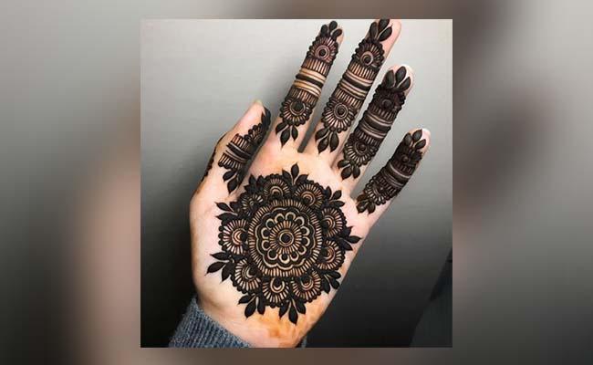 Centre Flower Mehandi Design