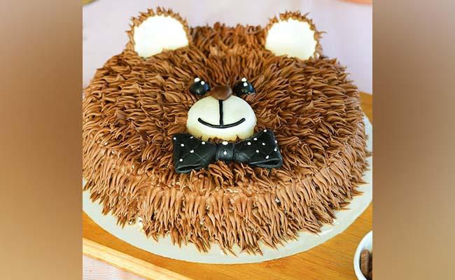 Boo bear cream cake
