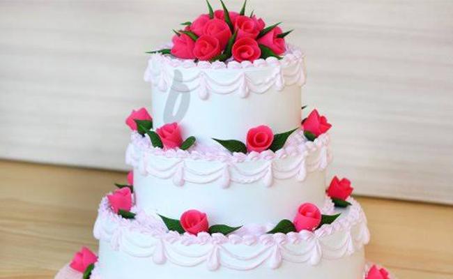 Fondant love cake