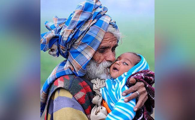 Ramajit Raghav - World's oldest man with his child