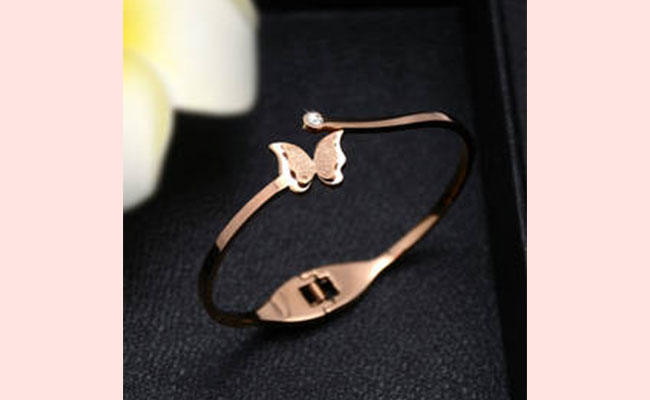Jewellery Surprise gift ideas for women's day