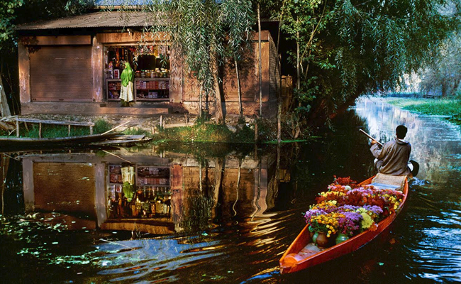 dal-lake-flower-market-kashmir