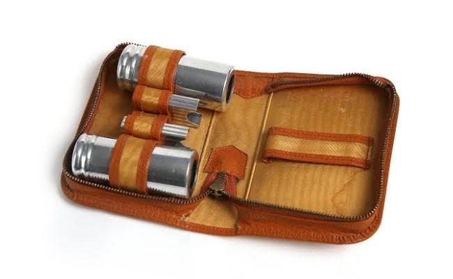 A shaving / travel kit