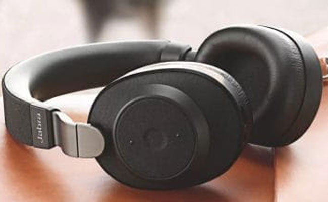 Noise-cancelling headphones