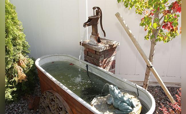 Handpump Bathtub Fountain