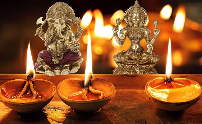 goddess lakshmi along with lord ganesha