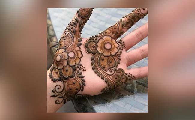 Quirky Flower Mehandi Design
