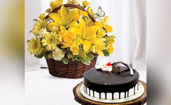 Yellow Basket with a Cherrylicious Cake